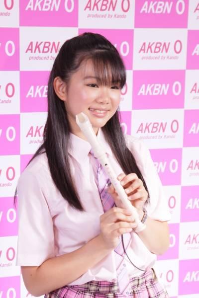 AKBN 0 桜木もも 小学生の時に使っていた笛、第一号サイン他
